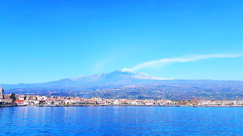 Riposto (il paese di Franco Battiato!) – Il mare e l'Etna