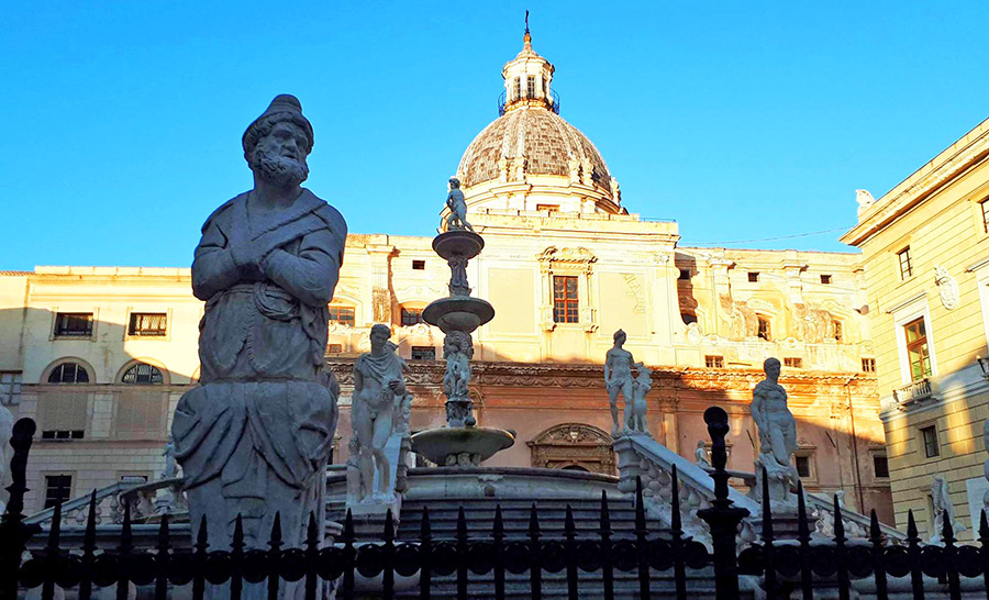 La curiosa storia della Fontana della Vergogna, a Palermo